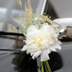 Rétroviseur de la voiture des mariés