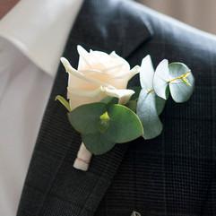 Boutonnière rose et eucalyptus