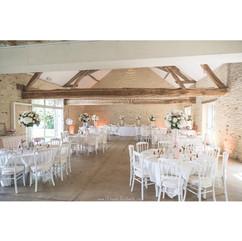 Les tables dressés au Domaine des Granges de Poilly sur Tholon