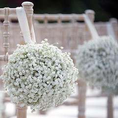 Fleurir les bancs de cérémonie