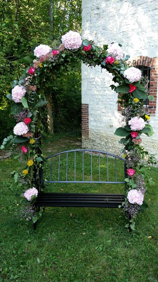 Arche fleurie et banc intégré
