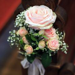 Fleurir les bancs de cérémonieFleurir les bancs de cérémonie