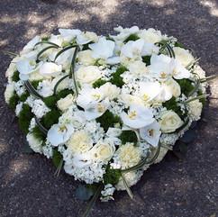 coeur-fleurs-deuil-moneteau.jpg