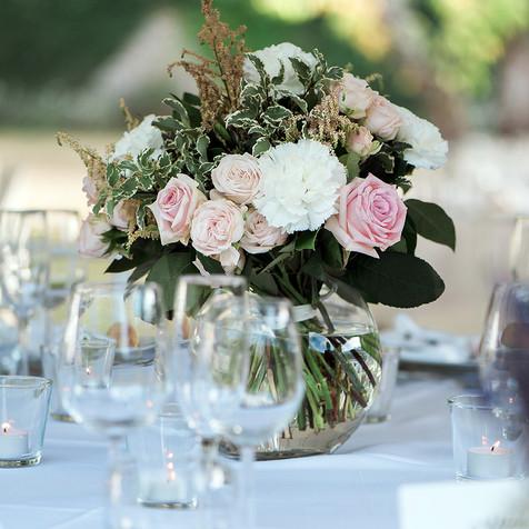 Bouquet rond dans vase boule