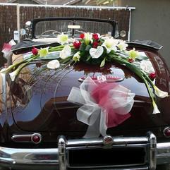 La voiture des mariés - Fleurir l'arrière de la voiture