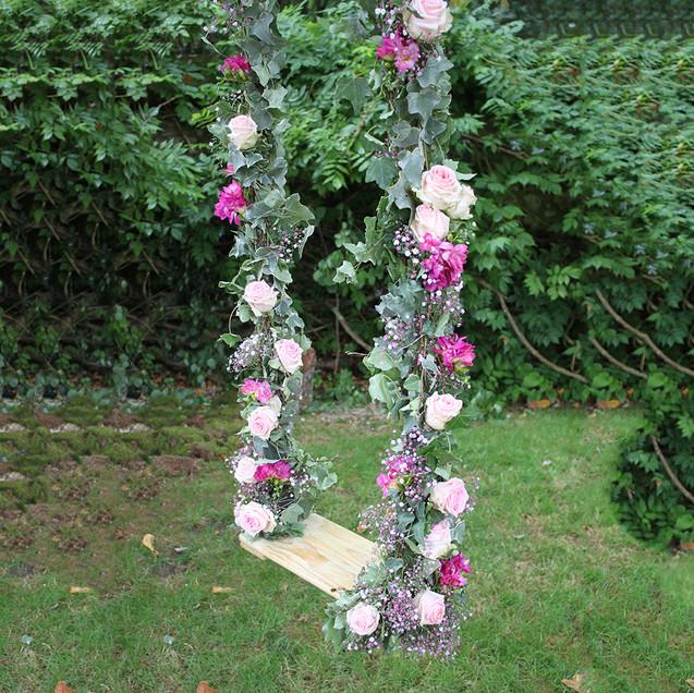 balancoire-fleurie-mariage-fleuriste-aux