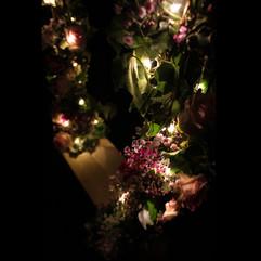 Zoom sur la balançoire fleurie