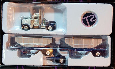 Peterbuilt Riverside Transport Tractor with AG Double Hoppers 1