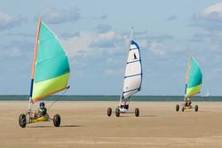 Chars à voile sur la plage de Petit Fort