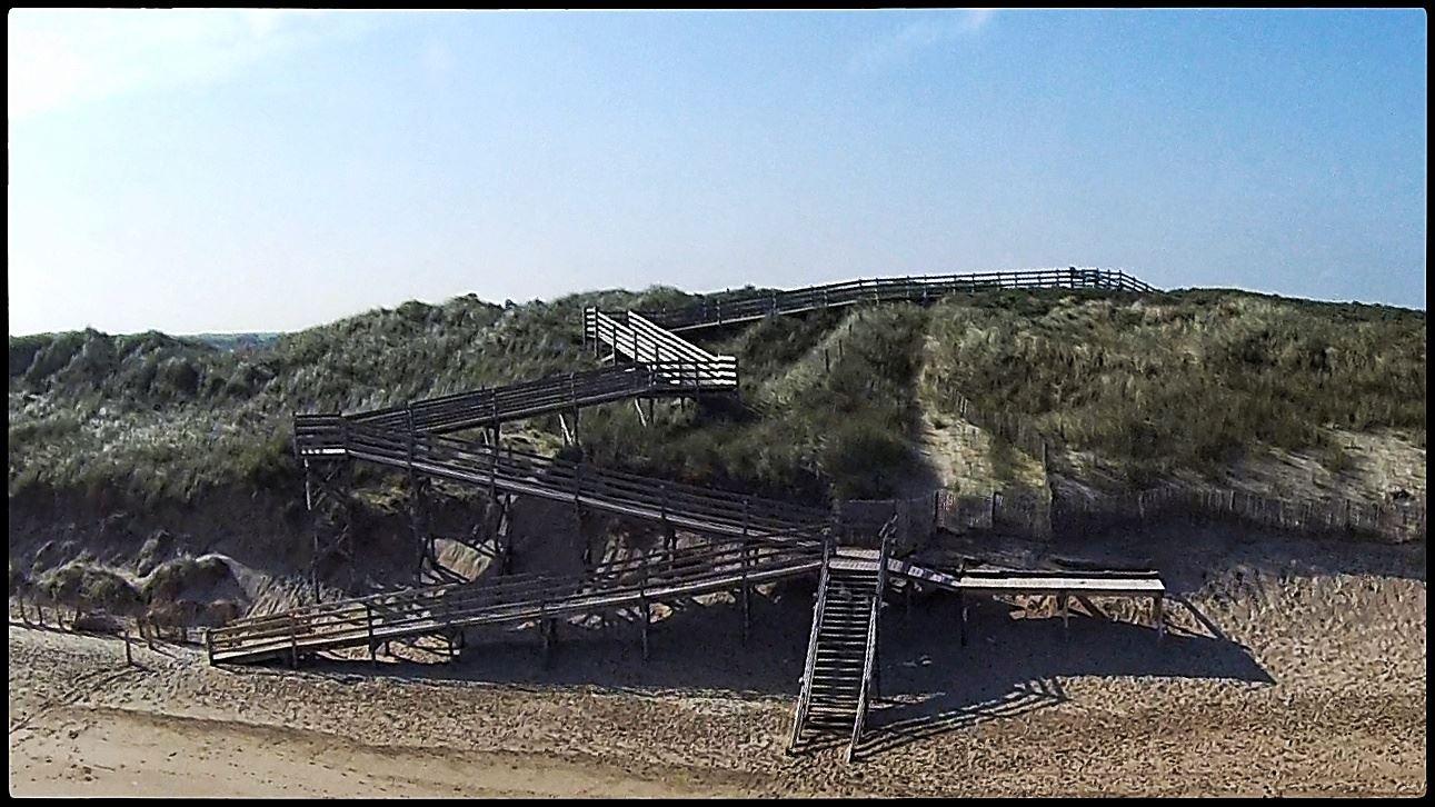 Escalier de la plage des Ecardines
