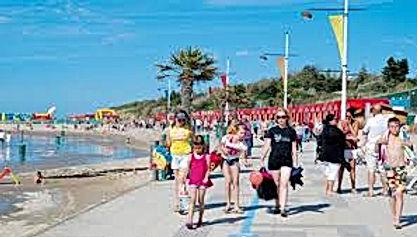 En face la maison, la plage de Petit Fort Phillipe