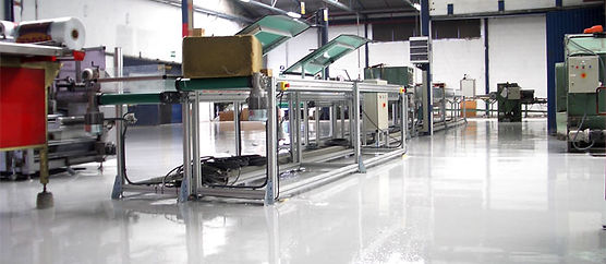 revêtement de sol en résine dans un atelier de production | 2G-Bâtiment