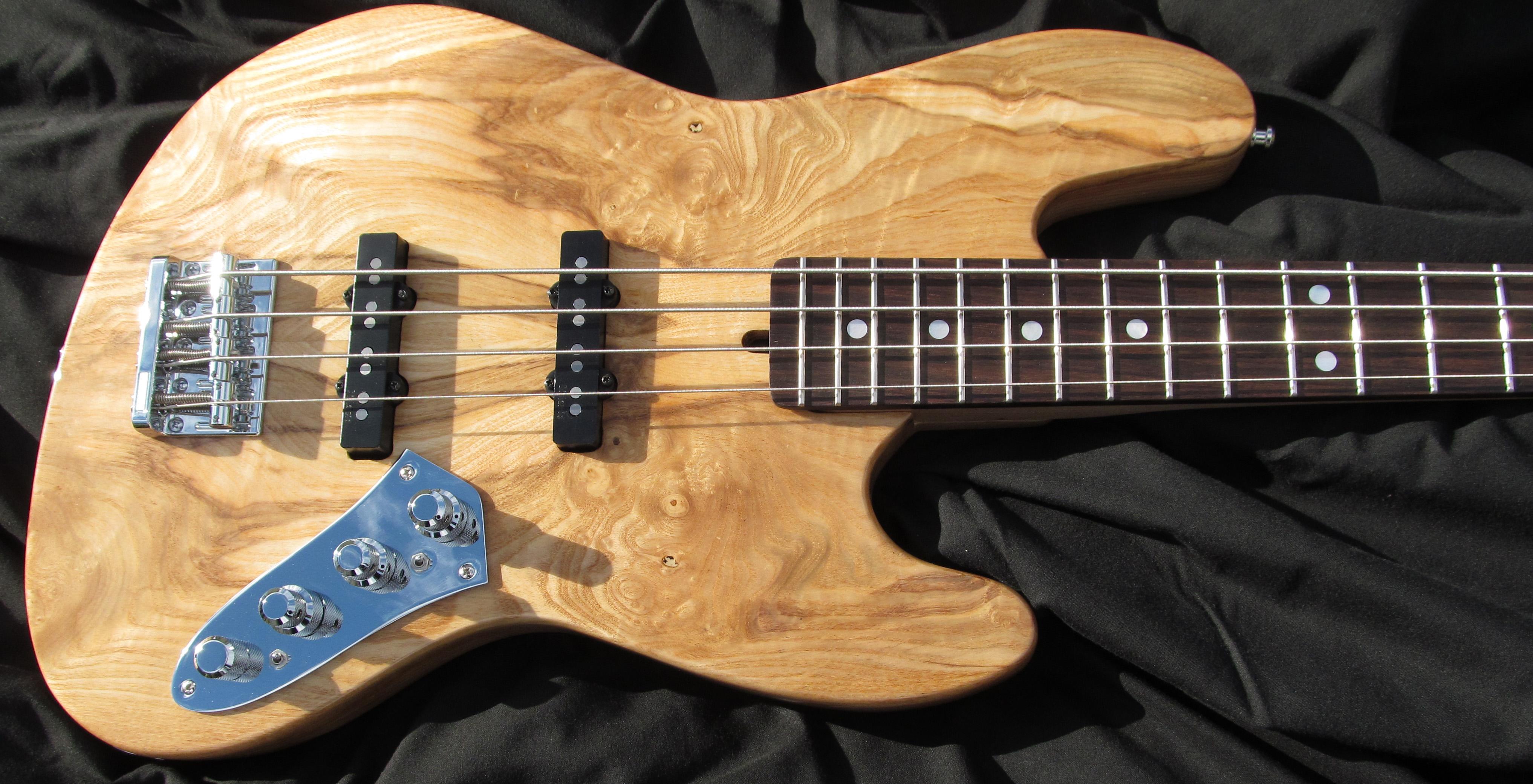 Menapia Custom FM Bass
