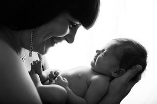 Bébé nouveau né avec parents