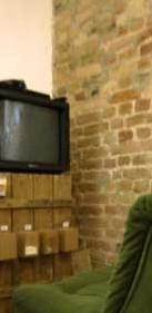 """15. - 17. Juni 2012  """"Vermöbelte Stadtraum""""; 48 Stunden Neukölln  Kunstwerke von Studierenden des Fachgebiets Bildende Kunst TU-Berlin TU Berlin, Fachgebiet Bildende Kunst > > >  Der gebaute urbane Raum und seine Lücken sind mit vielen Objekten unterschiedlichster Formen und Aufgaben gespickt. Im Zentrum der Ausstellung steht ein oftmals uebersehenes Alltagsobjekt: Das Stadtmobiliar. Mit den Mitteln von Performance, Installation und Fotografie wird dieses in einen kuenstlerischen Kontext ueberfuehrt. Im Studio Baustelle in der Berthelsdorfer Straße 11 praesentieren Studierende des Instituts fuer Architektur der TU-Berlin ihre kuenstlerischen Projektentwuerfe. Die Arbeiten wurden in Seminar Vermoebelter Stadtraum am Fachgebiet Bildende Kunst bei Prof. Dr. Stefanie Buerkle, erarbeitet."""