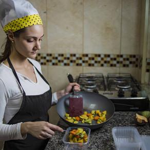 Novos negócios conectam cozinheiros com público que procura marmitas