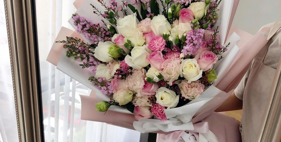 A Mix of White & Pink Tone Bouquet