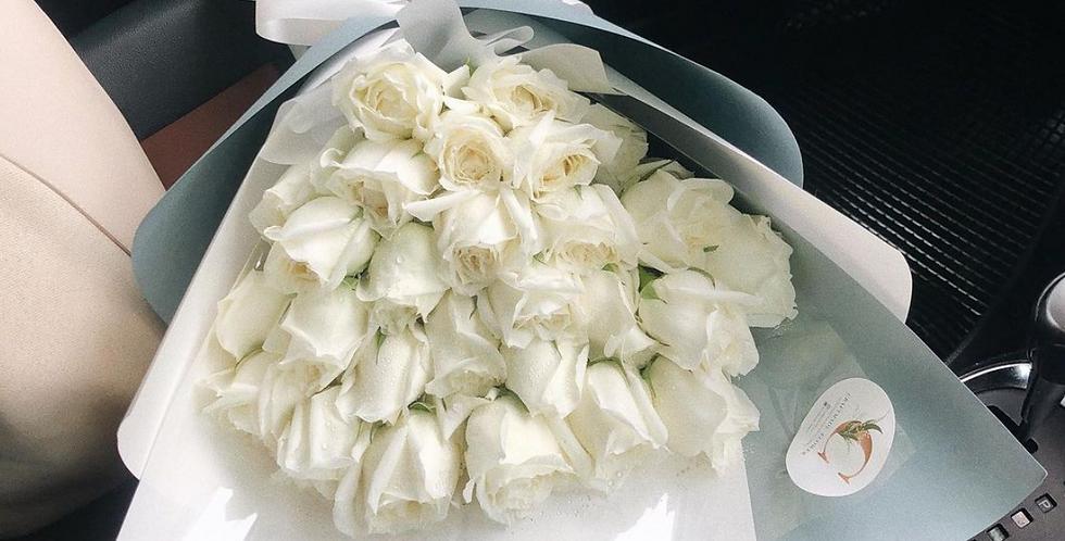 30 White Roses