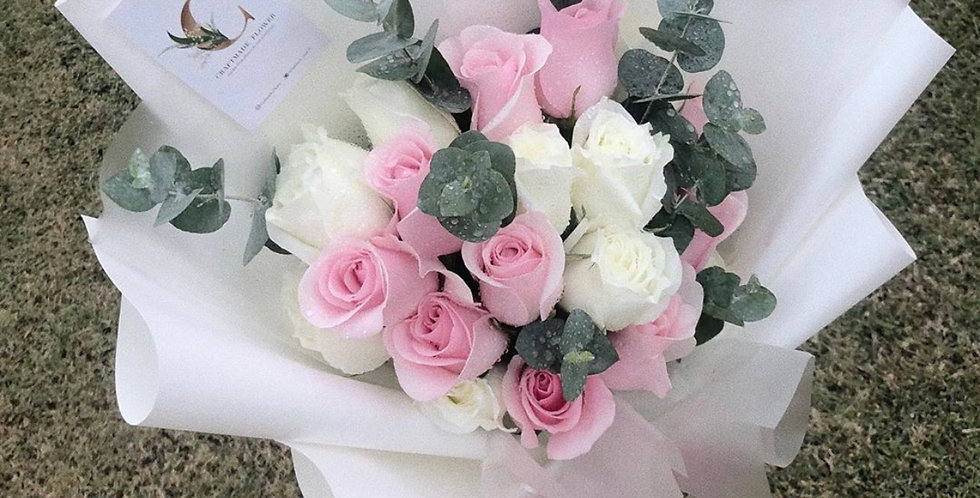 20 Mixed White & Light Pink Roses with Eucalyptus