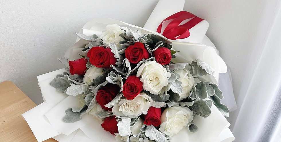 20 Mix Red & White Roses with Snow Leaves
