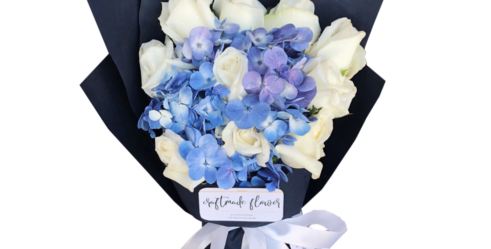 10 White Roses with Blue Hydrangeas