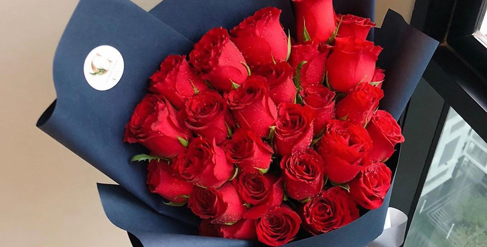 25 Medium Red Roses