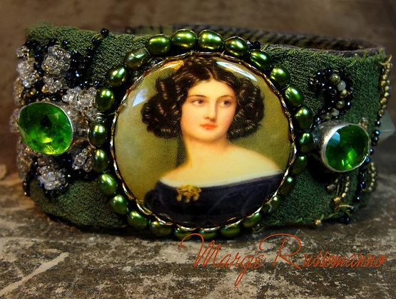 Vintage Edwardian Woman Cameo, genuine Peridot