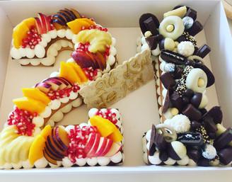 עוגת מספרים חצי פירות חצי שוקולד