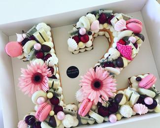 עוגת בת מצווה 12 מספרים שוקולד דובדבן
