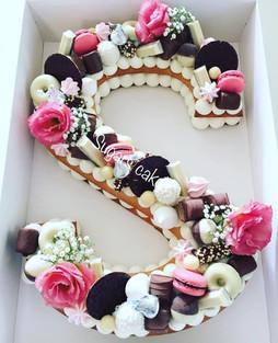 עוגת אותיות שוקולדים