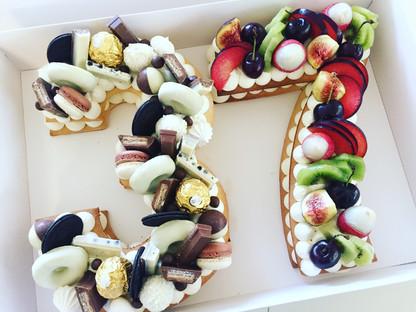 עוגת מספרים פירות שוקולד