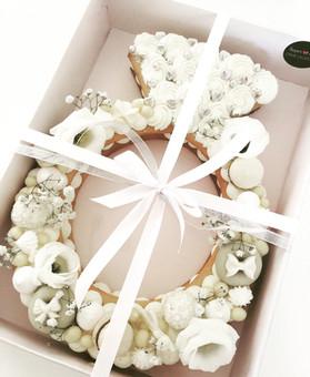 עוגת מספרים טבעת אירוסין לבנה