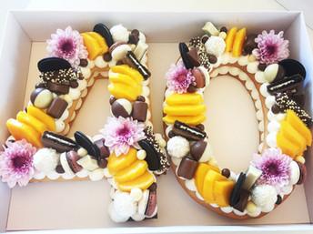 עוגת מספרים 40 פירות שוקולדים