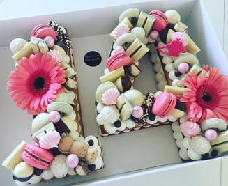 עוגת מספרים 14 ורודה שוקולדים