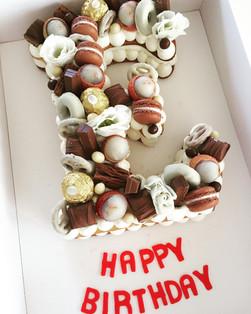 עוגת אותיות Eשוקולדים