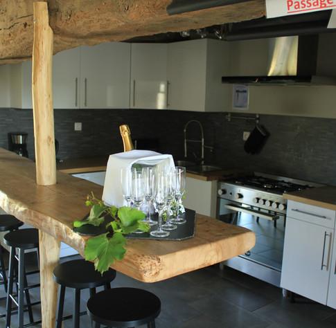 La cuisine ouverte sur le salon est une garantie de convivialité