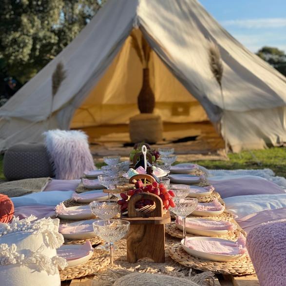 Boho picnic meets Glamping!
