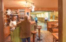 traditionelles Gasthaus mit ausgewählten Weinen und verschiedenen Biersorten und Snaks