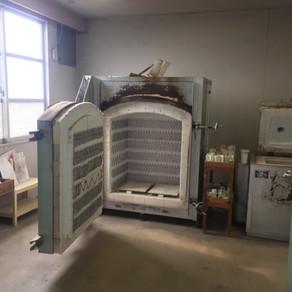 扉式電気窯の解体搬出と現場築炉
