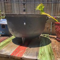 5 Gallon Cast Iron Pot and Stand