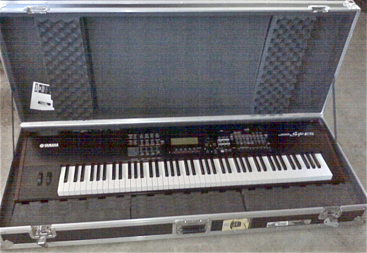 Yamaha 90Es w/Roadrunner Case