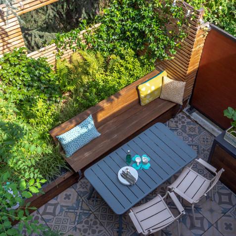 Aménagement paysager d'une terrasse, entre végétal et minéral