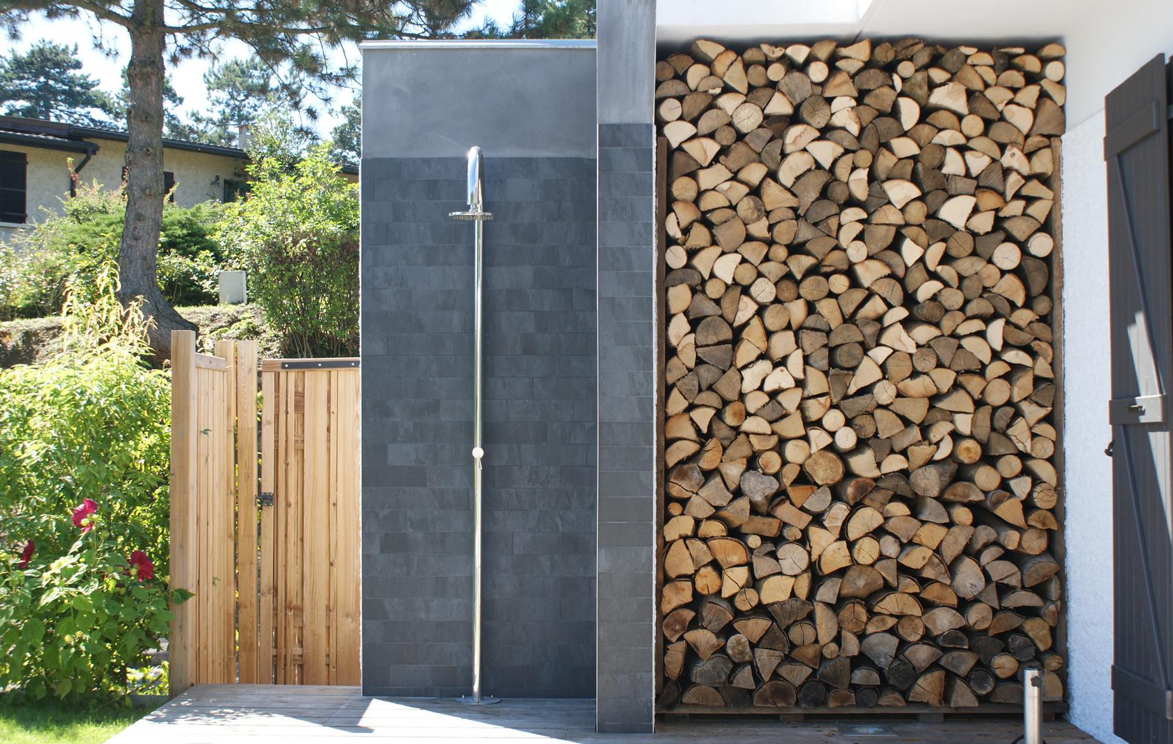 Les détails des aménagements paysagers garantissent une finition soignée.