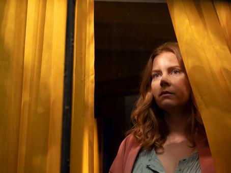 Confira novo trailer de 'A Mulher na Janela', thriller psicológico estrelado por Amy Adams