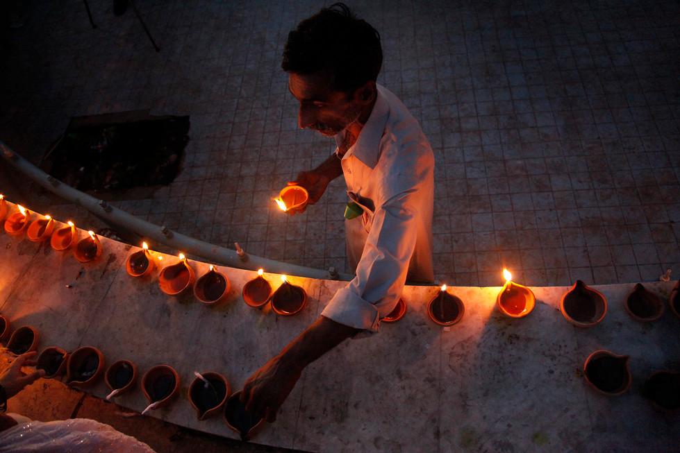 civilian lighting lamps in solidarity.