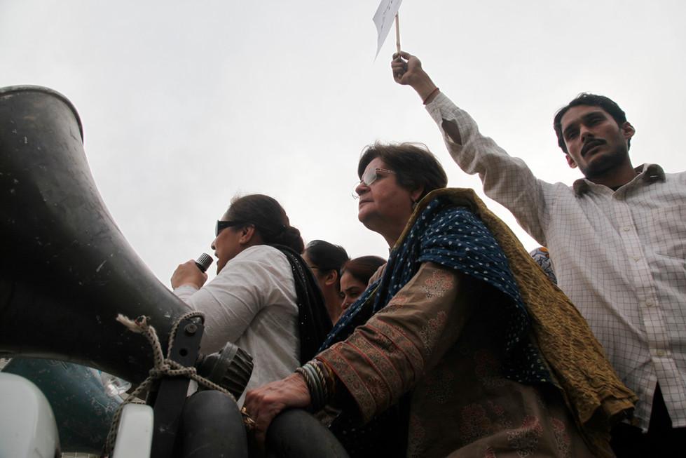 salima hashmi at a civilian protest