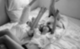 Retrato en blanco y negro de amigos