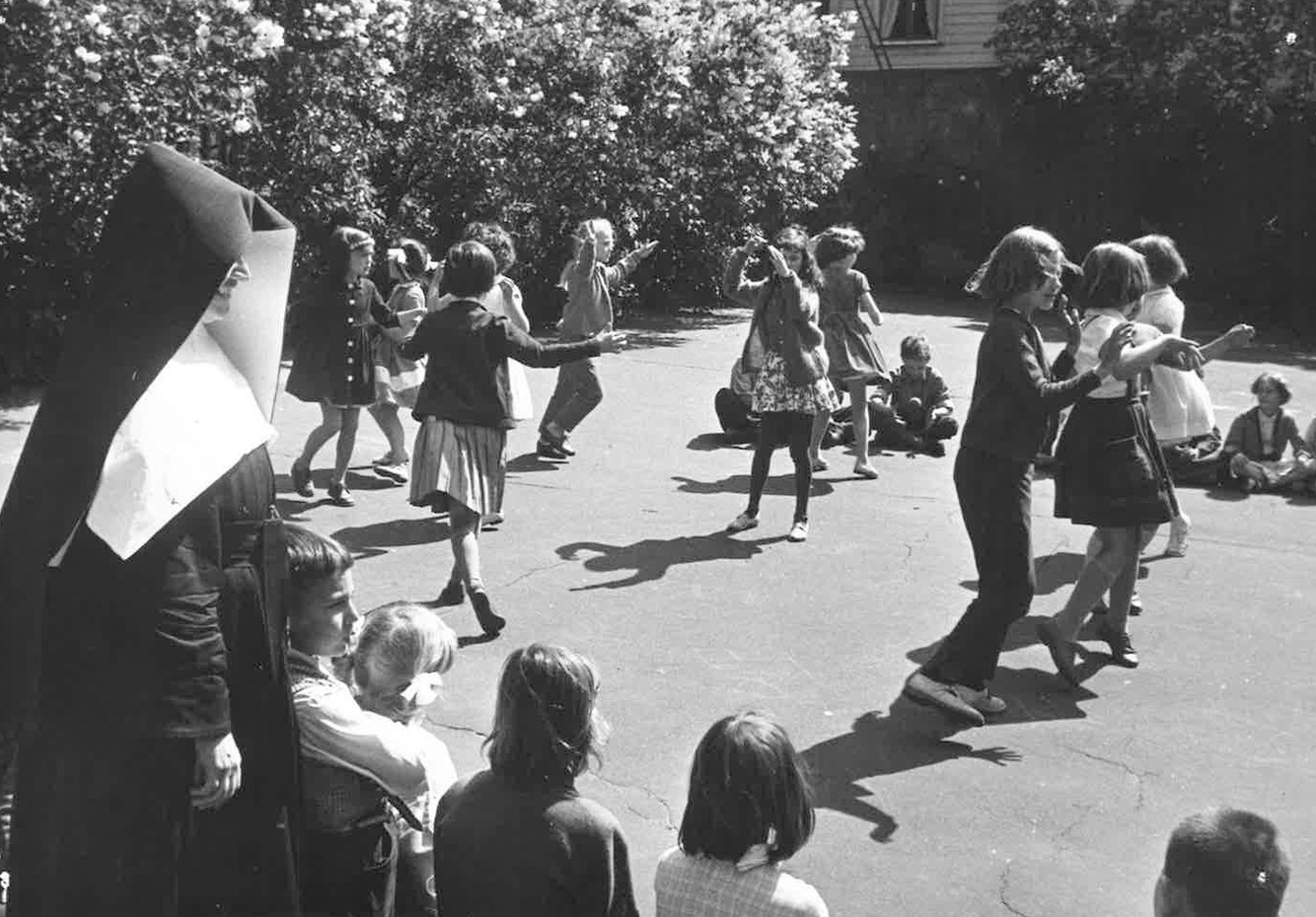 1962 Ny skola invigs