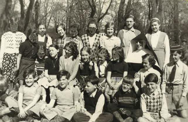 1975 De första lärarna anställs