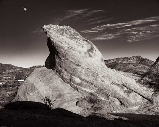 Nature-Ramp to the moon in Vasquez Rocks